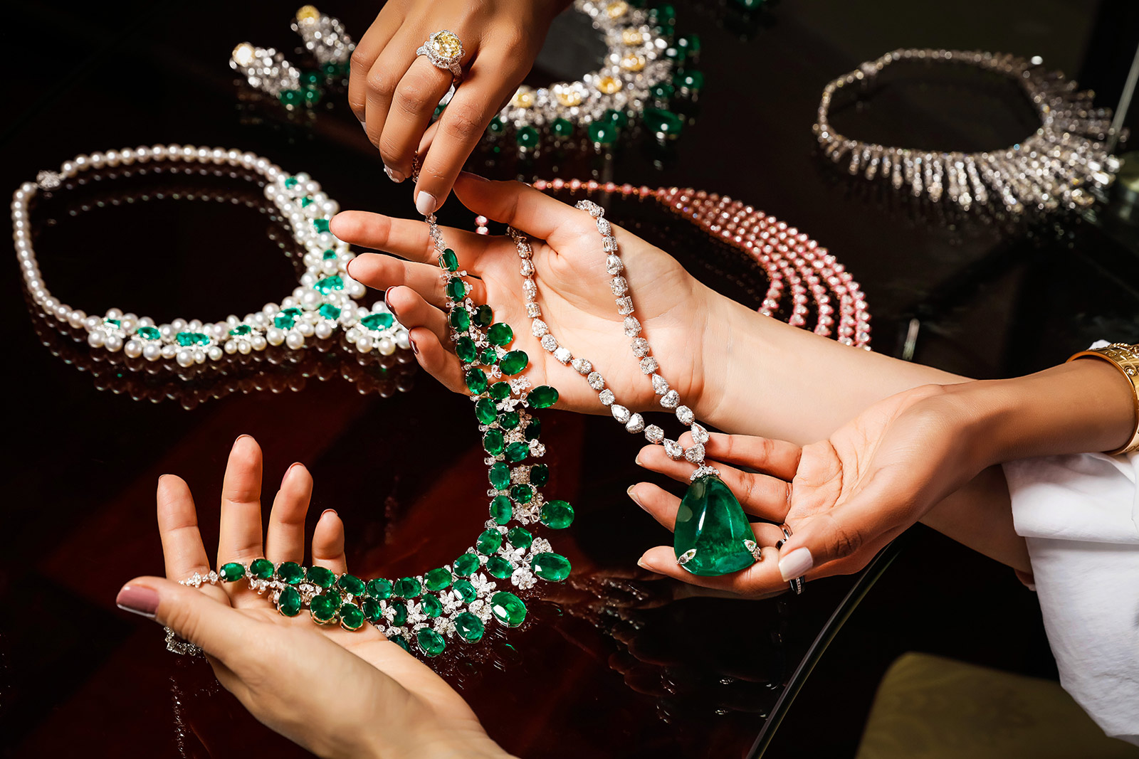 How to Start a Jewelry Business Online: 6 Steps to Your Ecommerce Success